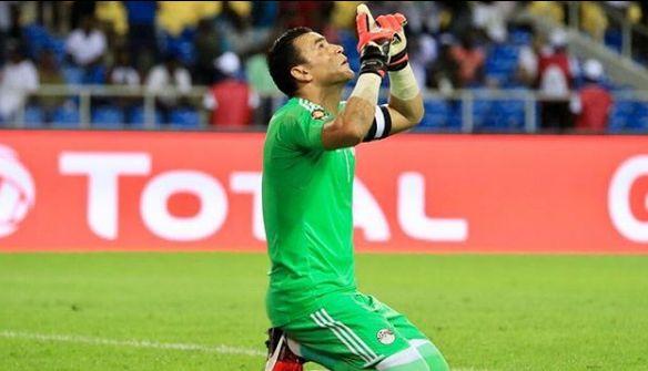 Um goleiro egípcio de 45 anos se tornou o jogador mais velho a atuar em  Mundiais. Essam El-Hadary ... 56cb82db1c995