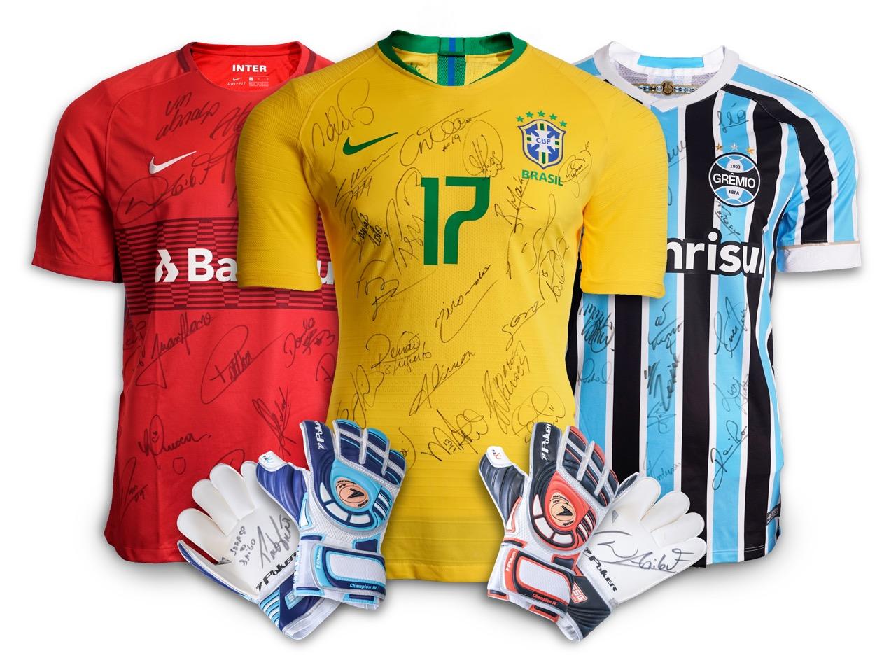 6992fc0fe774f Instituto do Câncer Infantil expõe camisa da Seleção Brasileira e da dupla  Grenal no shopping Iguatemi