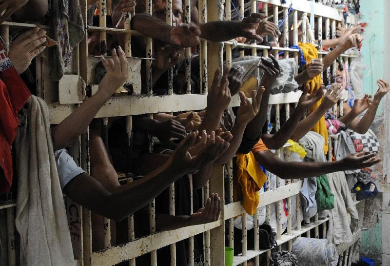 Resultado de imagem para prisão brasil