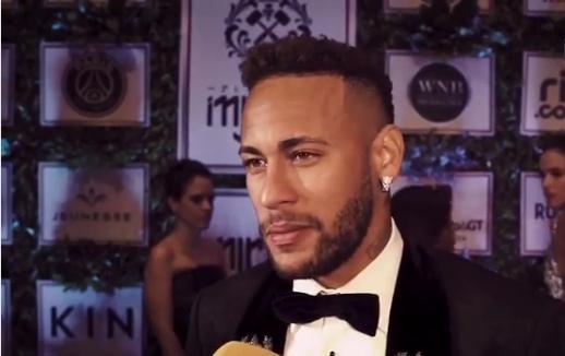 O PSG vai trabalhar com Neymar para recuperar a imagem do jogador 48aaf0a3165