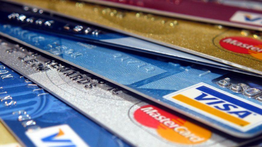 9f3e94ef5a Os brasileiros têm o cartão de crédito mais caro do mundo  a taxa de juros  supera as de 41 países e chega a 231% ao ano. Na Argentina