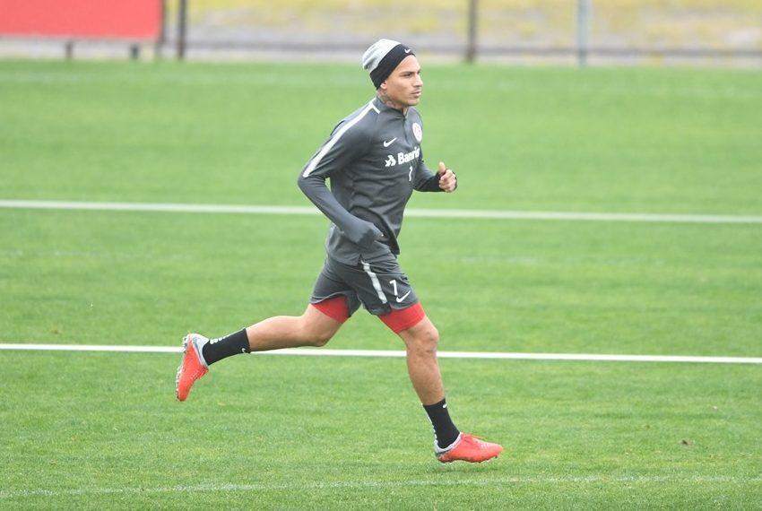 Jogador vinha treinando para estrear neste domingo. (Foto  Ricardo  Duarte Internaciona) 481253fefd9