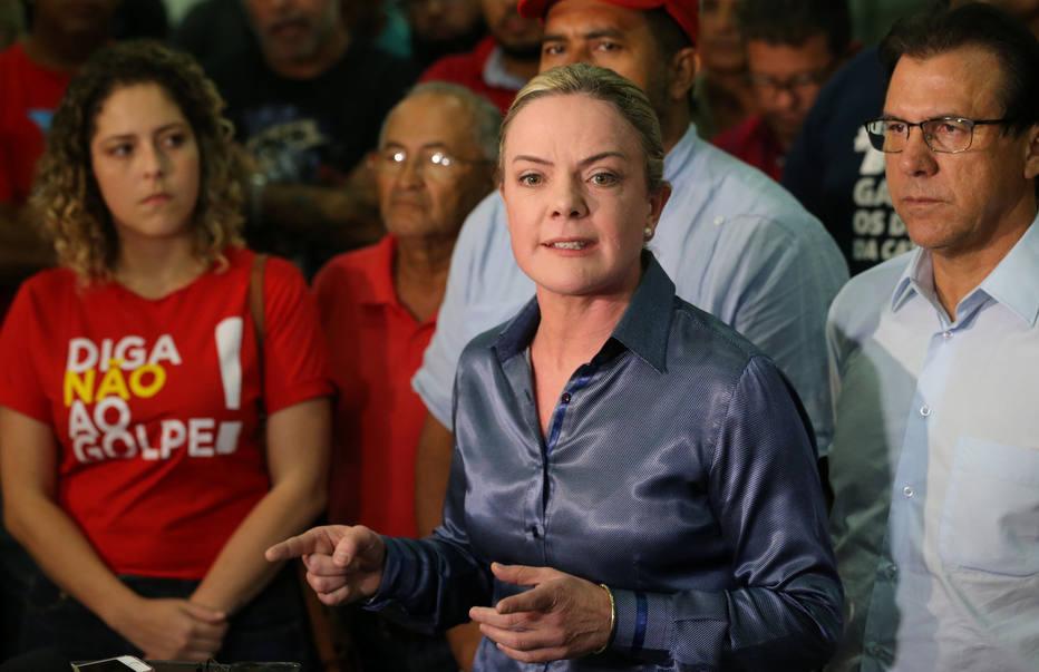 """A declaração de Haddad sobre o juiz Sérgio Moro foi """"ampla e institucional"""", disse a presidente do PT, Gleisi Hoffmann"""