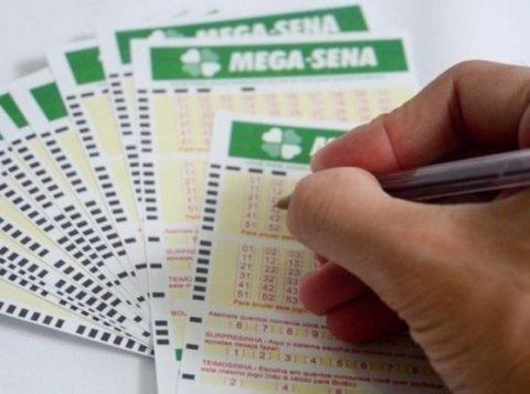 Ninguém acerta a Mega-Sena e prêmio vai a R$ 13,5 milhões