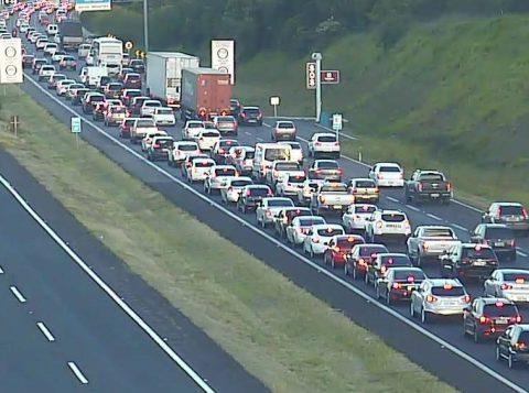 Pelo menos 95 mil veículos devem passar pela Freeway em direção a Porto Alegre no retorno do feriadão