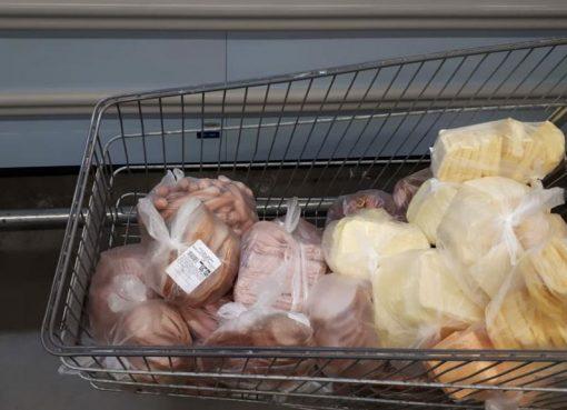 Duas toneladas de alimentos impróprios para o consumo foram apreendidas no  Vale do Rio Pardo b780f1ed87fca