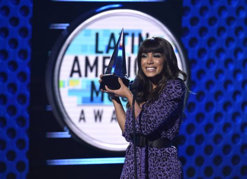 "Anitta vence prêmio de melhor videoclipe no Latin American Awards 2018 por  ""Medicina"" ee3ab751edeea"