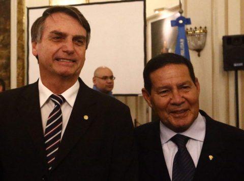 A Agência Nacional de Telecomunicações autoriza o bloqueio de sinal de celular em áreas onde estiverem Bolsonaro ou Mourão