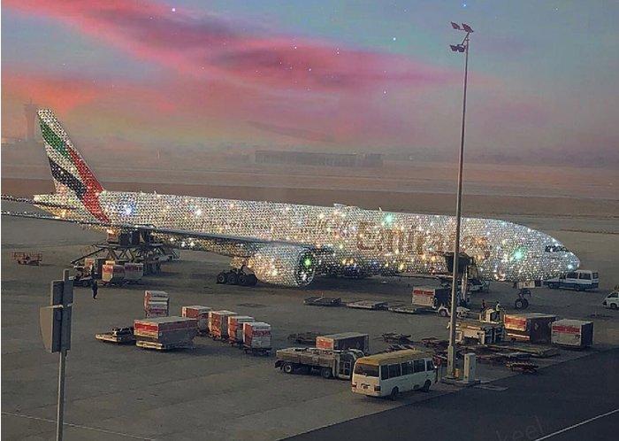 """Uma companhia aérea árabe """"criou"""" um avião """"coberto de diamantes"""" e enlouqueceu a internet"""