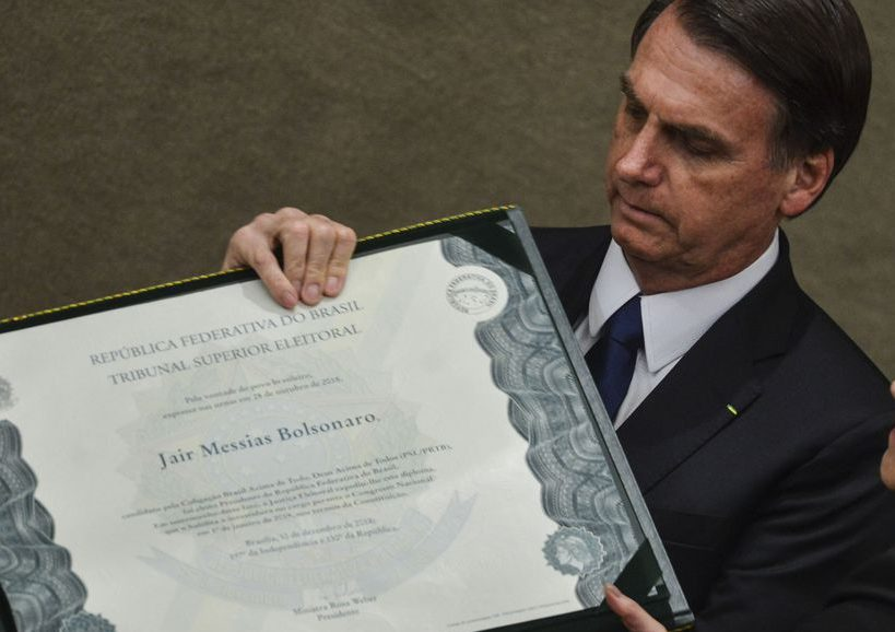 07ccd5ef8 Bolsonaro é diplomado no Tribunal Superior Eleitoral e promete governar  para todos. O presidente eleito disse que não fará distinção de origem,  raça, sexo, ...