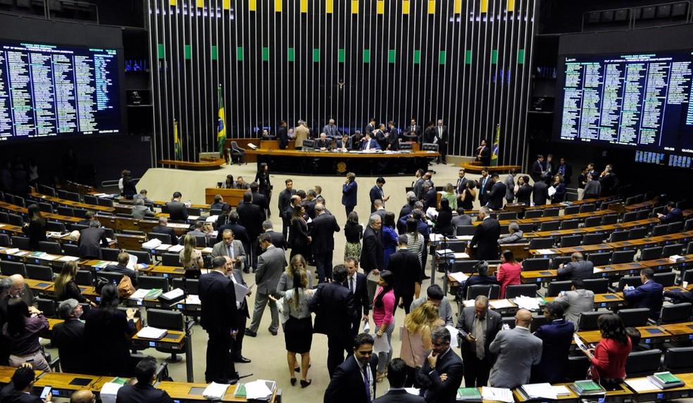 Resultado de imagem para Câmara aprova permissão para municípios estourarem limite de gastos com pessoal