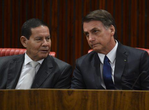 A Anatel autorizou o bloqueio do sinal de celular em áreas onde Bolsonaro ou Mourão estiverem