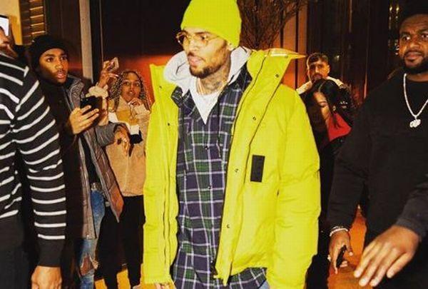 O cantor norte-americano Chris Brown foi preso em Paris por suspeita de  estupro 46e9077fe74