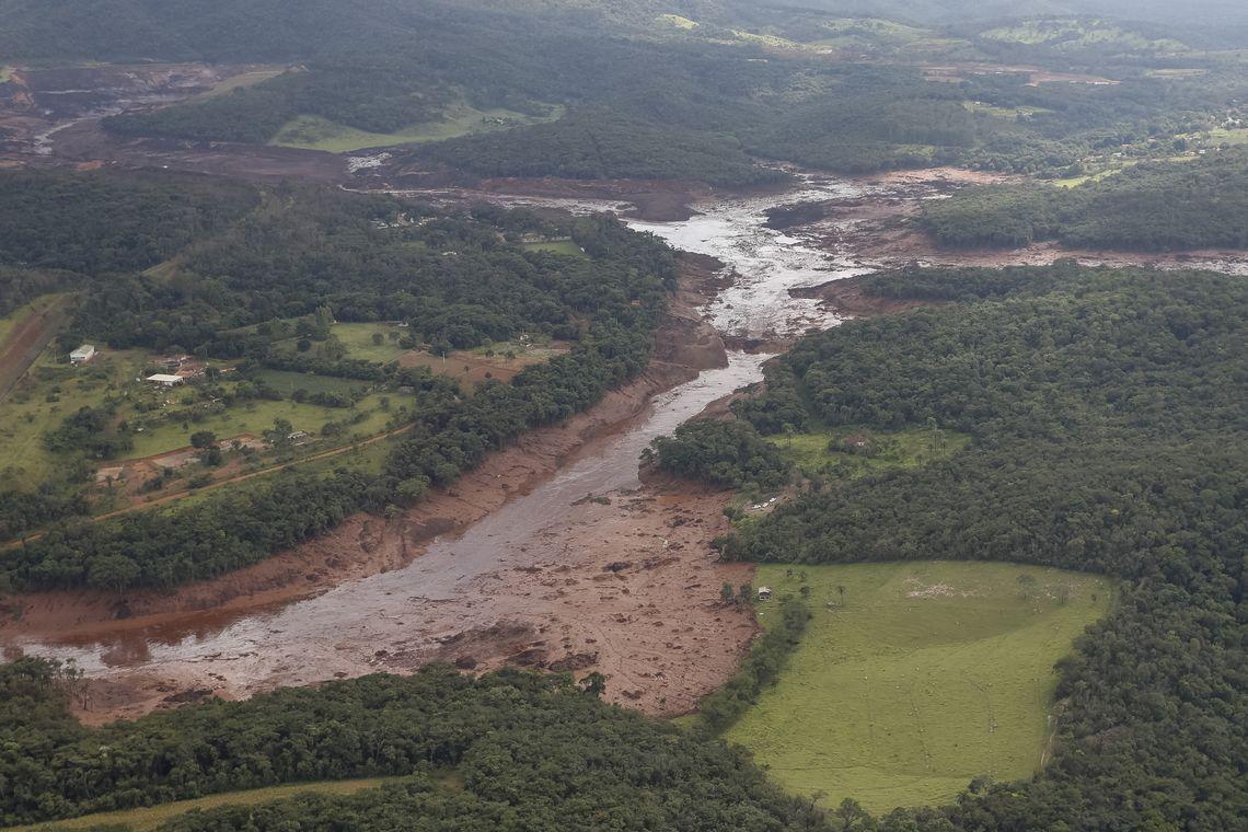 Sobe o número de mortos pelo rompimento de barragem em Minas ... 5c6f0a2fd9ff7