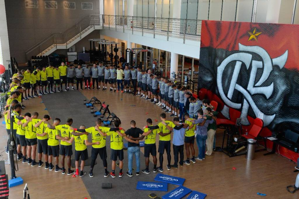 Após a tragédia, os jogadores do Flamengo se reapresentaram ao clube em silêncio
