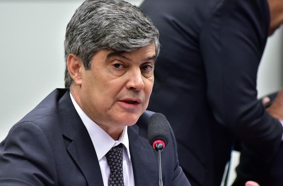 Um deputado federal devolveu 200 mil reais à Câmara após abastecer em um posto do irmão com dinheiro público