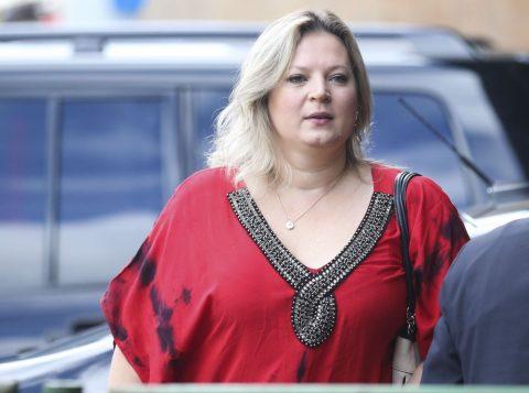A deputada federal Joice Hasselmann diz que assessores de Bolsonaro e dos filhos do presidente atuam nas redes sociais com perfis falsos