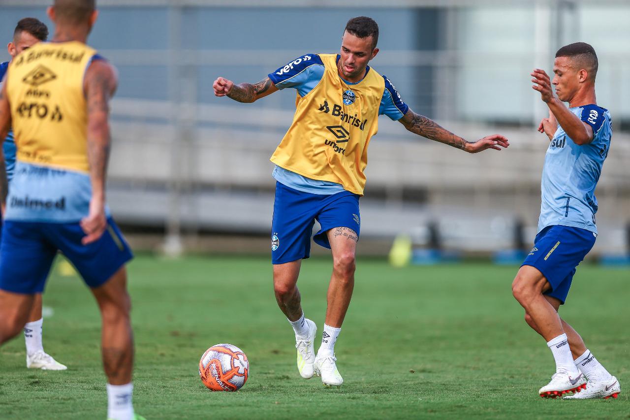 d32d2f3b1aacc Atacante trabalhou durante toda atividade. (Foto  Lucas Uebel Grêmio FBPA)