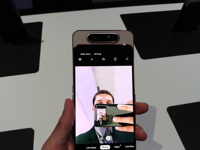 c7a09bd32c Samsung cria câmera rotativa com 180 graus - Jornal O Sul