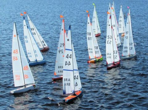 O Clube dos Jangadeiros, em Porto Alegre, recebe a partir desta sexta-feira o campeonato mundial de barcos controlados por rádio. Evento conta com cerca de 80 competidores de 25 países