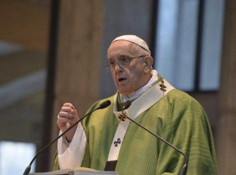 Papa compara a Hitler políticos que discursam contra gays, judeus e ciganos