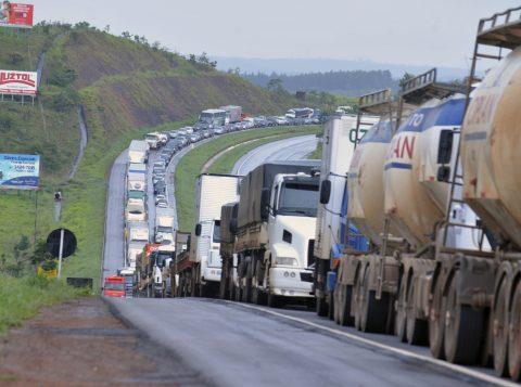 Agência Nacional de Transporte Terrestres republica tabela de frete e inclui pedágio no valor pago a caminhoneiros