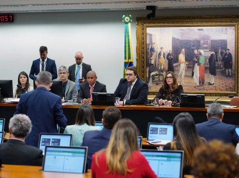 Comissão do Senado aprova último relatório da reforma da Previdência; proposta segue para o plenário