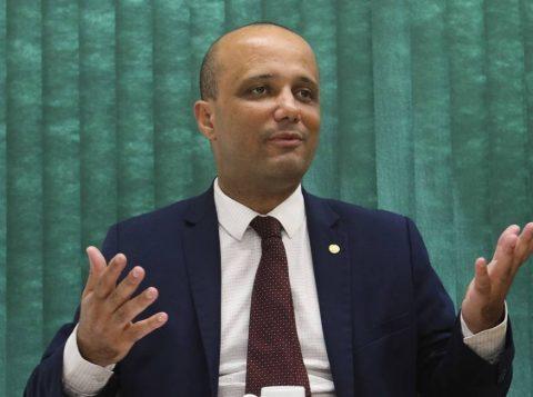 """""""Racha do PSL é a melhor coisa que poderia ter ocorrido"""", diz líder do governo"""