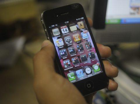 Lucro da Apple cai e vendas de Iphone diminuem