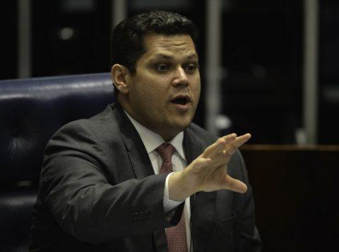 Presidente do Senado diz que PEC da Previdência será promulgada nesta terça-feira