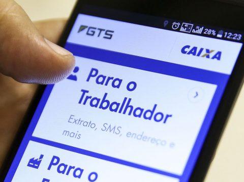 A Caixa libera o saque de 500 reais do FGTS para não clientes nesta sexta