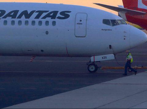 Voo sem escalas mais longo da história chega na Austrália após mais de 19 horas no ar