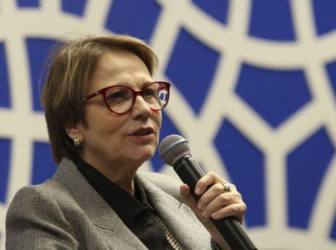 A ministra da Agricultura vai aos Estados Unidos tentar reabrir o mercado para a carne do Brasil