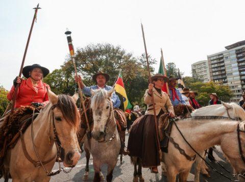 Semana Farroupilha inicia com a chegada da Chama Crioula ao Piratini