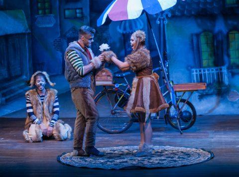 """Musical infantil """"A Dama e o Vagabundo em Paris"""" tem única apresentação na capital"""