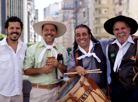 Nesta sexta-feira (13),  Os Fagundes fazem show gratuito em homenagem à Semana Farroupilha no Canoas Shopping