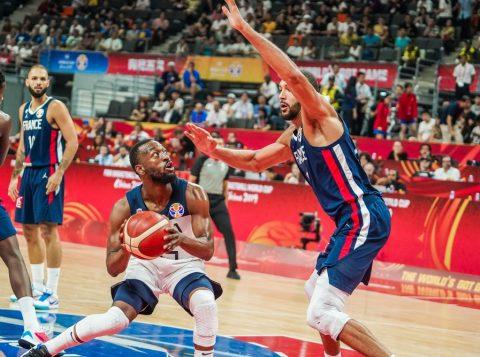 A França acaba com a invencibilidade de 13 anos dos Estados Unidos e avança à semifinal do Mundial de basquete