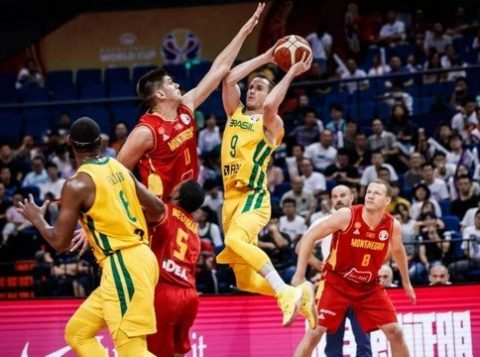 O Brasil supera Montenegro e termina invicto a primeira fase do campeonato Mundial de basquete