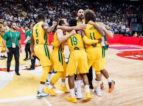Com grande reação, o Brasil bate a Grécia e avança à segunda fase do Mundial de Basquete