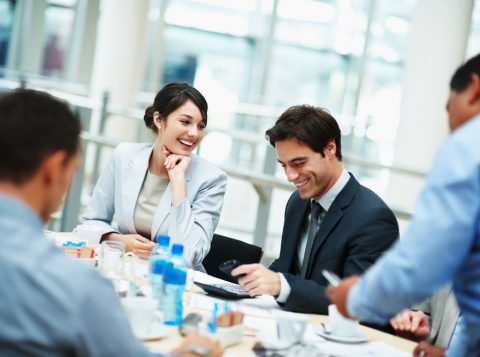 CI lança programas de educação executiva para profissionais brasileiros