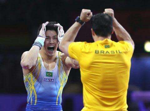 Arthur Nory fatura o ouro no Mundial de Ginástica