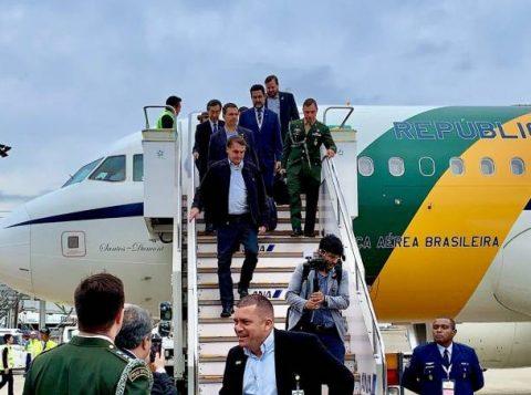"""No Japão, Bolsonaro diz que o PSL teve """"bate-boca exacerbado"""" e que o """"bem vencerá o mal"""" na crise interna do partido"""