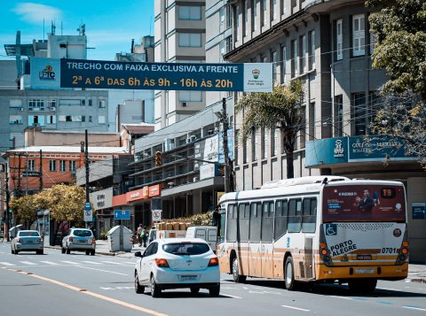 Novas faixas exclusivas para ônibus entram em operação em Porto Alegre