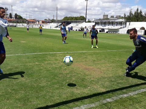 O Grêmio treinou com portões fechados para enfrentar o Fortaleza no Brasileirão