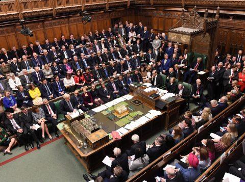 Parlamento britânico adia decisão sobre a saída do Reino Unido da União Europeia
