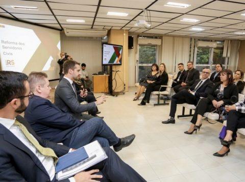 Governador apresenta proposta de reforma estrutural do Estado a servidores do Instituto-Geral de Perícias