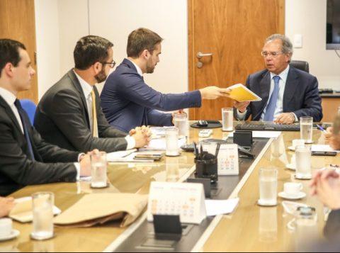 O governador gaúcho apresentou ao ministro da Economia o plano de ajuste para adesão ao programa de socorro aos Estados