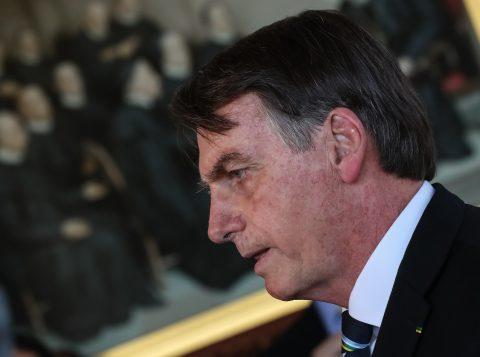 Bolsonaro diz que pode indicar diplomata para embaixador do Brasil nos Estados Unidos caso o filho Eduardo desista do cargo
