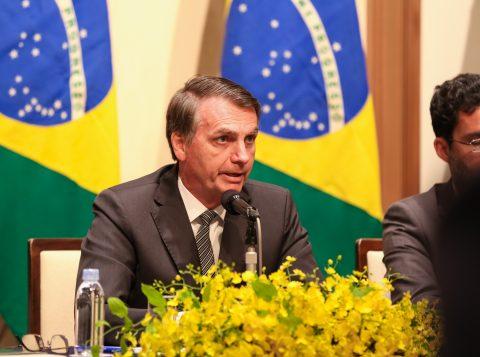 Em viagem ao Japão, Bolsonaro evitou comida de banquete e recorreu a macarrão instantâneo