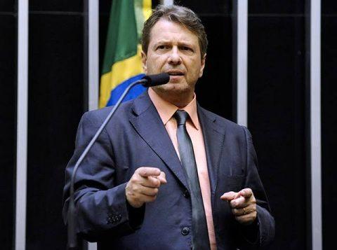 O PSL decretou a suspensão de cinco deputados